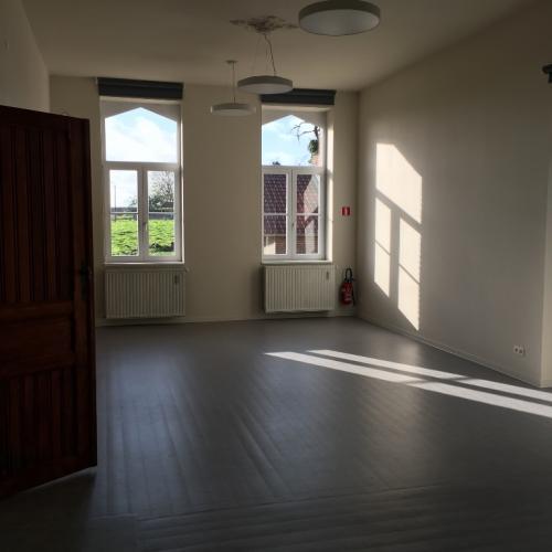Grote zaal gelijkvloers pastorie Vlezenbeek
